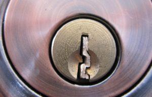 поломки замка или утери ключа 2